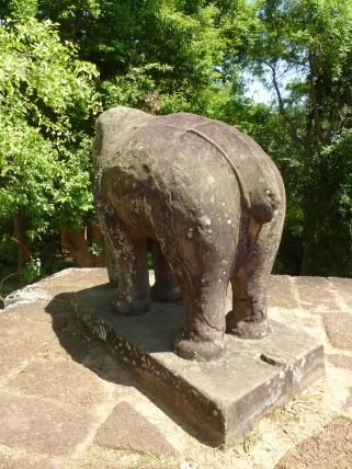Escultura de elefante en el templo de Mebon